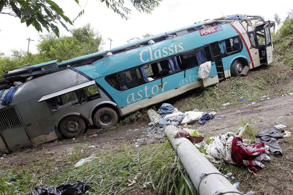 Accidente de autobús en Brasil deja 14 muertos
