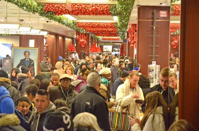 Latinos  con compras de última hora