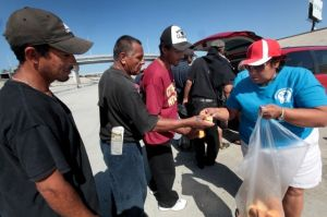 Guatemaltecos de LA llevan Nochebuena a deportados