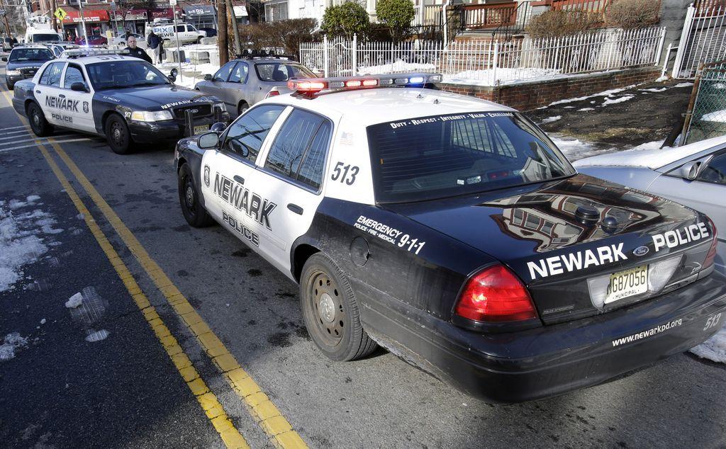 Enmascarado asesina a dos adolescentes en Nueva Jersey