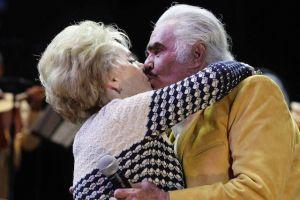 Vicente Fernández y su esposa cumplen 50 años de casados