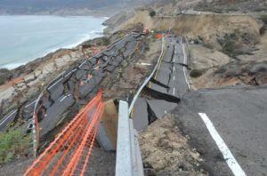 Se hunde tramo de carretera entre Tijuana y Ensenada