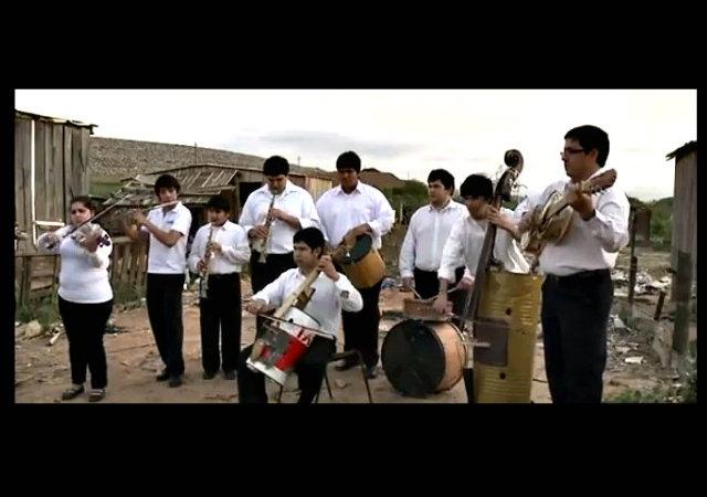Niños de Paraguay rescatan el sublime sonido de la basura