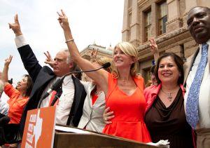 Dos mujeres intentan hacer historia en la política de Texas