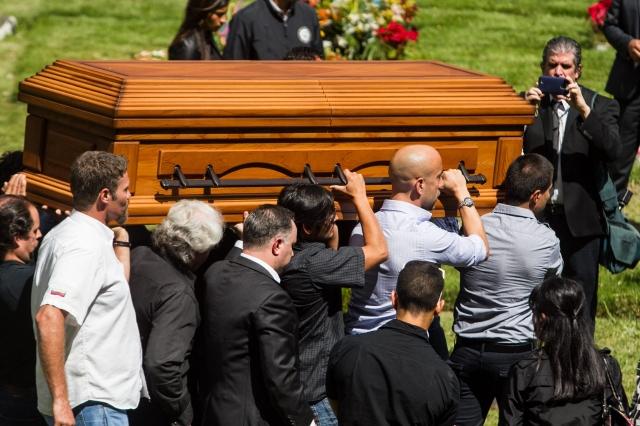 Multitud acude a funeral de Miss asesinada