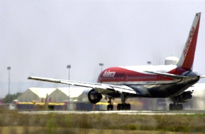 Pasajero se suicida en baño de avión que viajaba de Colombia a España