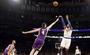 Anthony anota 35 y Knicks vencen a Lakers