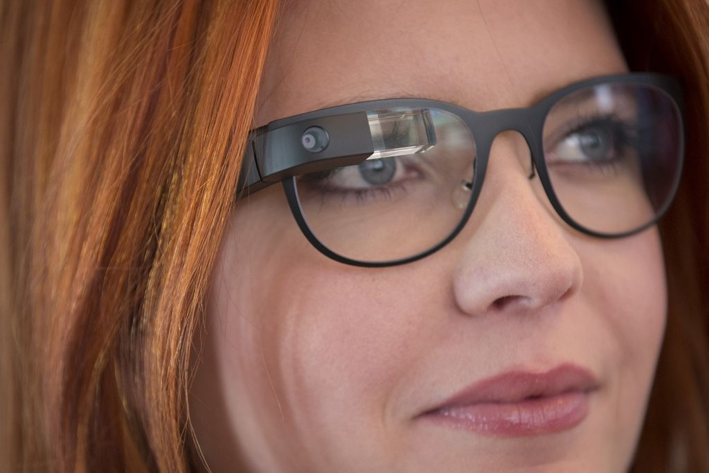 Google lanza monturas para sus gafas inteligentes