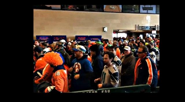 Asistentes al Super Bowl colapsan en estación del tren