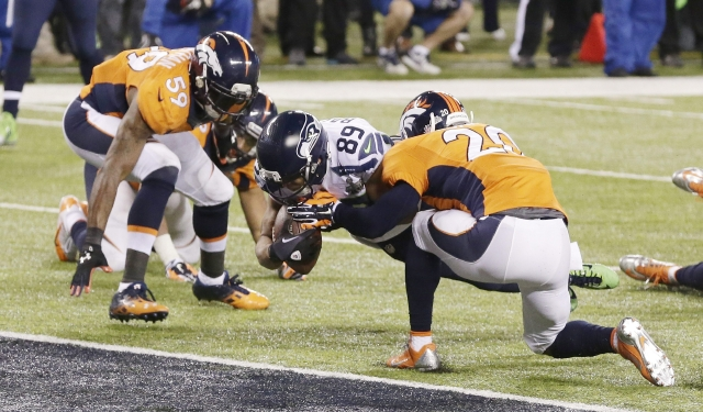Seahawks aplastan a los Broncos