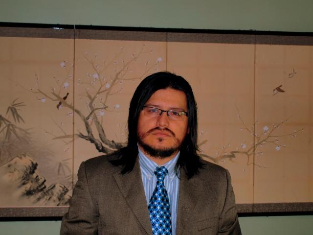 Carlos Aguasaco: una mano a  escritores emergentes