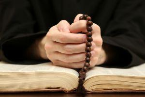 ONU acusa al Vaticano de proteger a curas pederastas