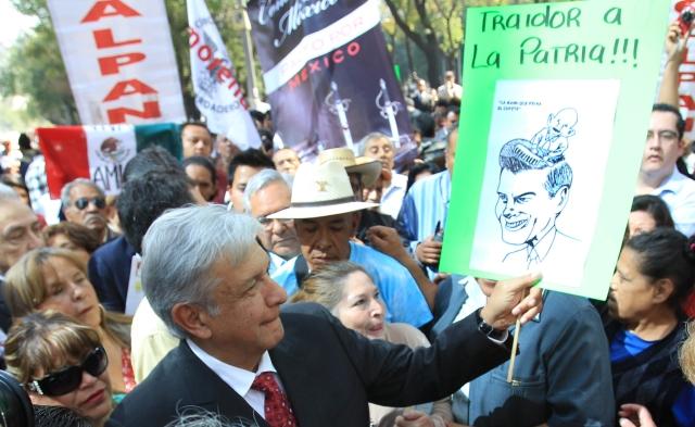 Acusan a Peña Nieto de traición a la patria