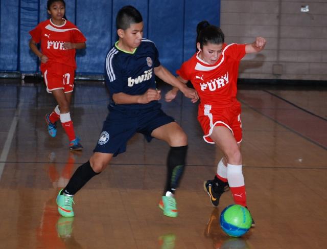 Victoria Minda va tras la gloria en el fútbol