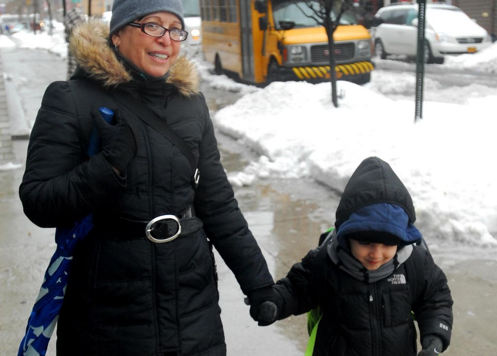Tormenta de críticas a De Blasio por abrir escuelas durante nevada