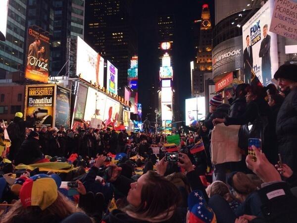 Cientos de venezolanos protestaron en Times Square