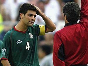 Los 10 errores imperdonables de futbolistas mexicanos en mundiales (VIDEOS)