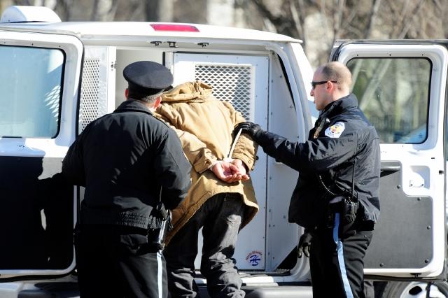 Arrestan activistas que pedían fin a deportaciones