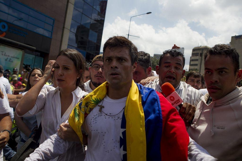 Tensa calma en Venezuela: Se entrega el opositor Leopoldo López