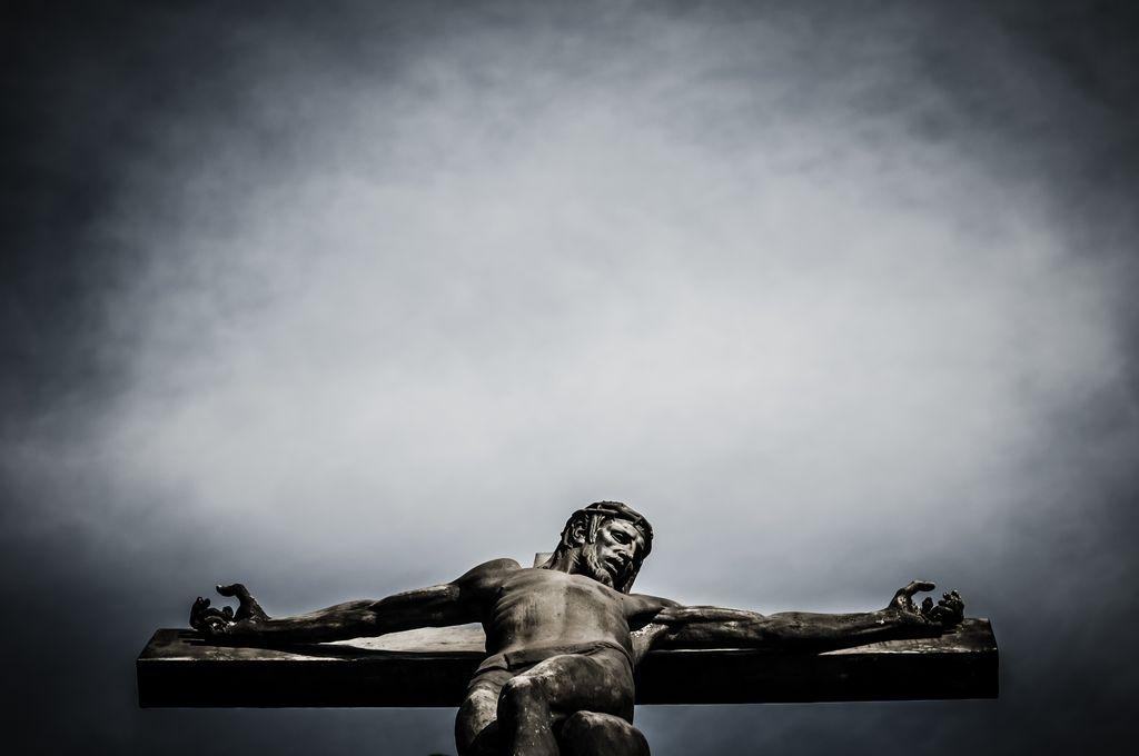 Radiografía a escultura de Cristo Crucificado en Bruselas