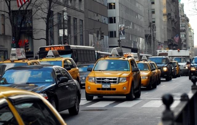 Reducirían límite de velocidad para conductores en NYC