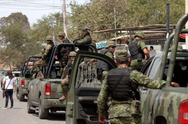 Comando mata al menos a 20 personas en México