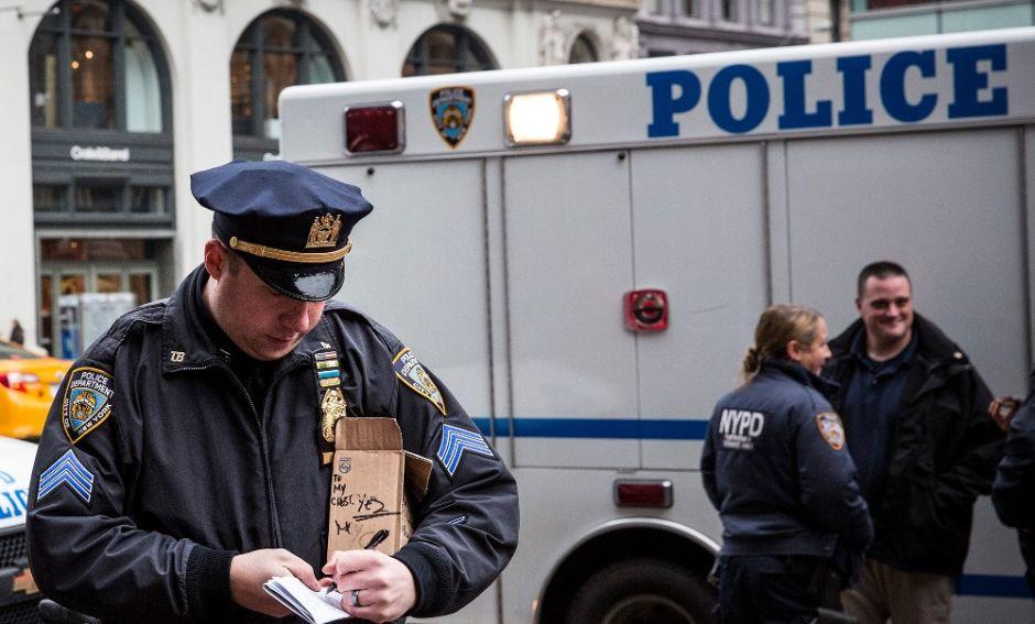 Policía de NYC busca asesino de mujer en Harlem