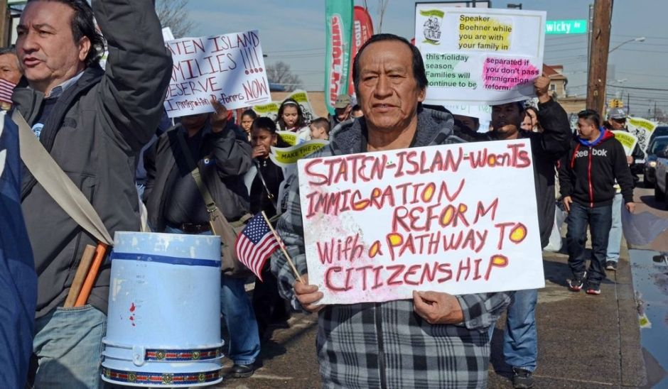 Inmigrantes marchan en Staten Island por la reforma migratoria