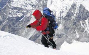 Cada alpinista que suba al Everest bajará ocho kilos de basura