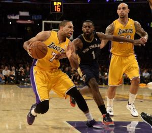 Racha de victorias de Lakers acaba frente a New Orleans