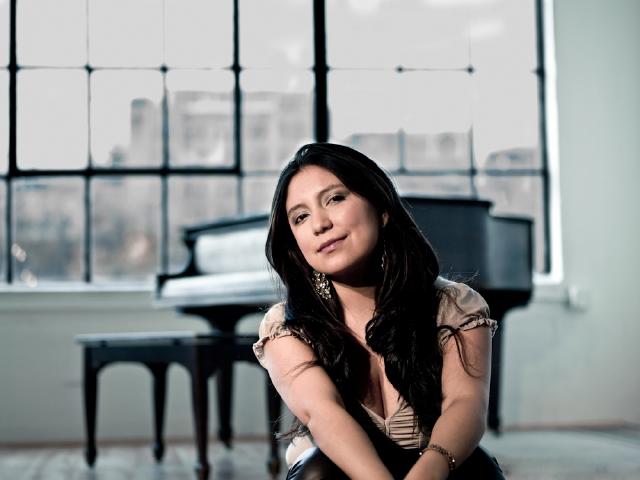 Carolina Calvache: destreza en el piano