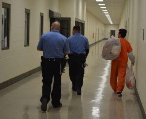 Órdenes de detención de ICE no son obligatorias para policías