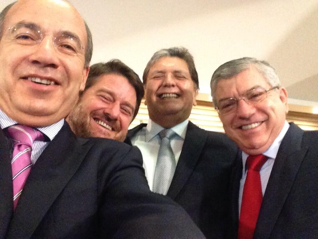 Expresidentes se unen a la fiebre del selfie (fotos)