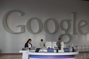 Demandan a Google por venderle aplicación a menores
