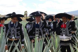 Charros de México se quejan por la foto oficial de Chivas