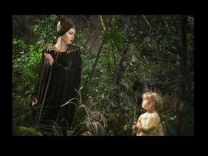 La primer foto de Angelina Jolie y su hija juntas en 'Maléfica'