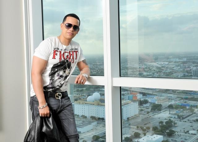 J Alvarez carga con el reggaetón a cuestas