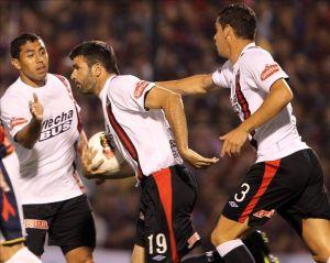 Colón empató ante San Lorenzo y se mantiene como único líder
