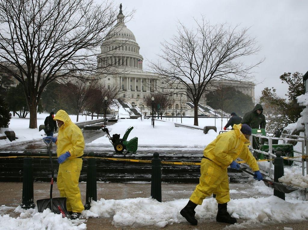 """""""Tardía"""" tormenta invernal cierra el Gobierno federal"""