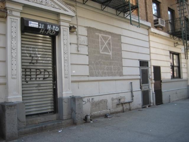 Inquilinos en Manhattan esperan devolución de edificio