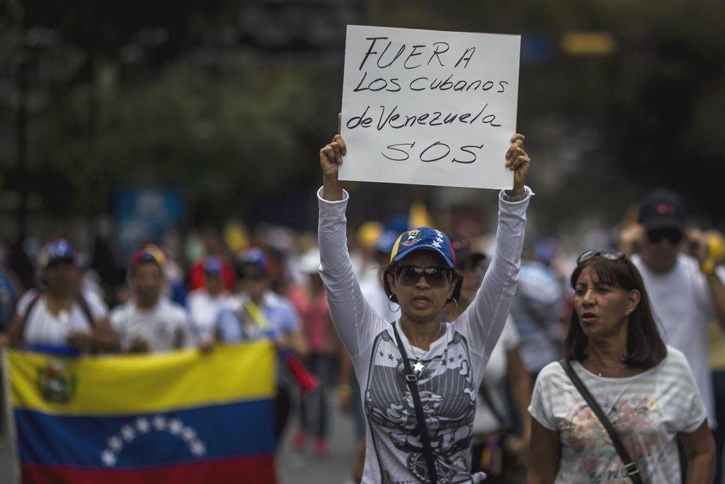 Agentes cubanos, sostén de Maduro en las sombras