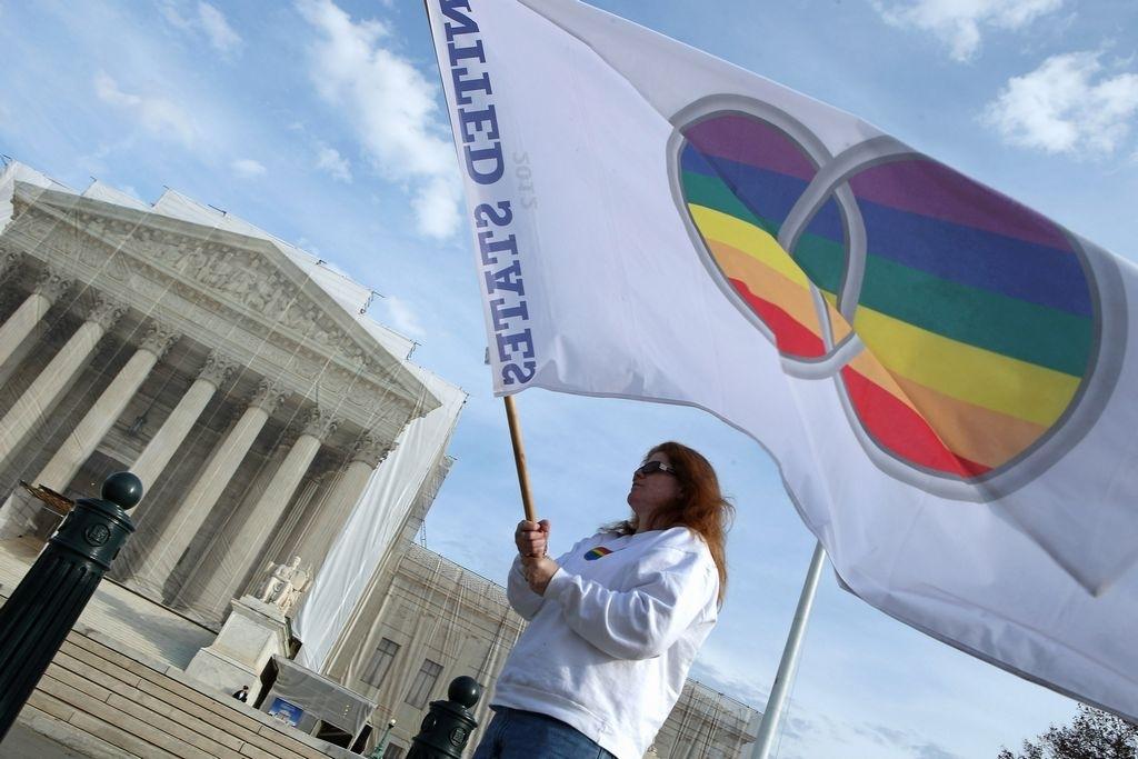 Corte mantiene suspendidos los matrimonios gay en Michigan