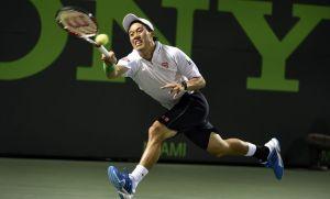 Nishikori sorprende a un Federer lastrado por su saque