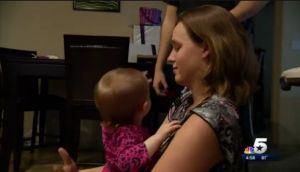Mujer de Texas rompe récord de donaciones de leche materna