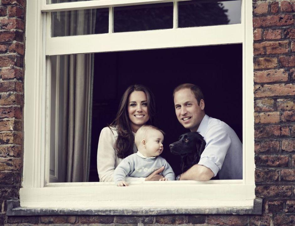 Revelan nueva foto del hijo de los duques de Cambridge