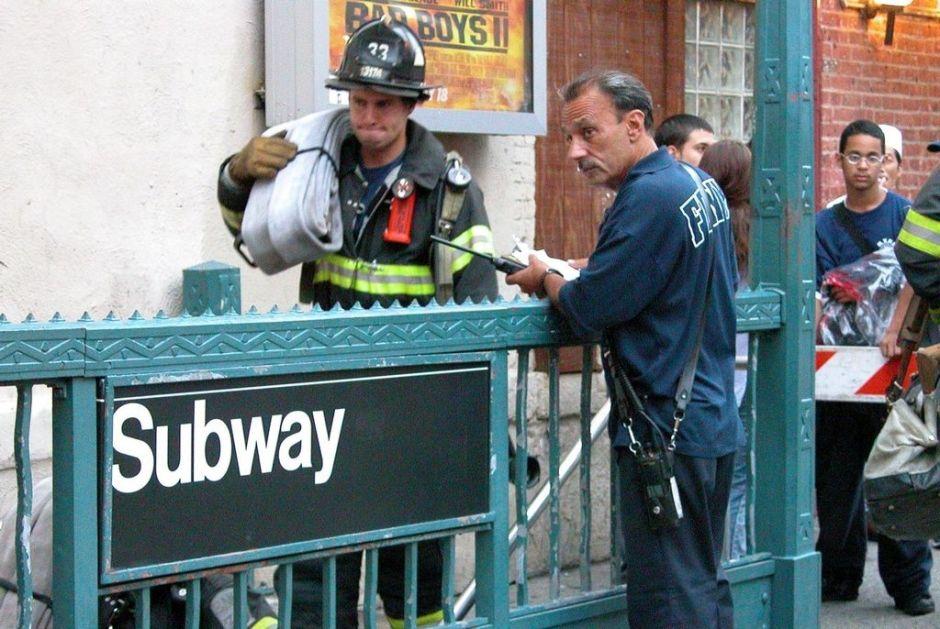 Hombre muere arrollado al cruzar rieles de tren en Tribeca
