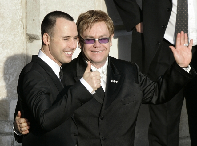 Elton John pide a neoyorquinos reelegir a gobernador Cuomo
