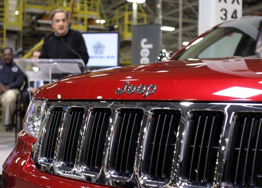 Chrysler alerta que 870,000 autos tienen fallas en frenos
