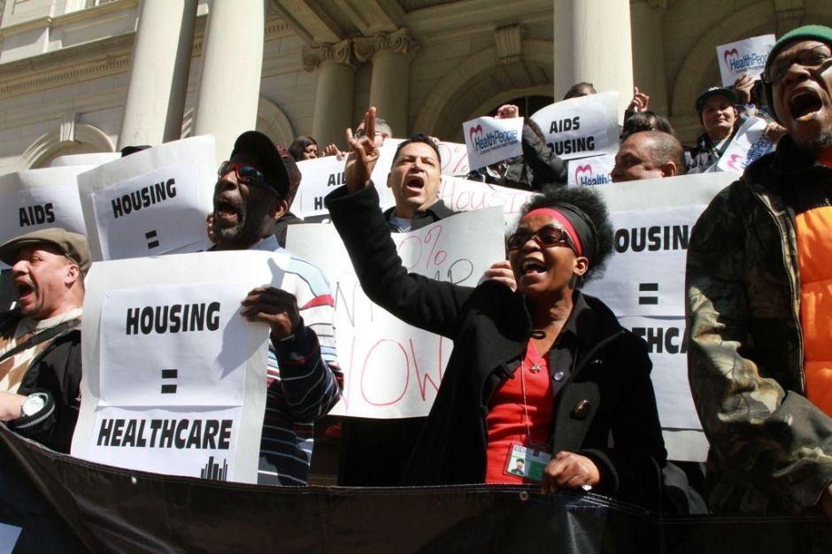 Pacientes con VIH agradecen subsidios de vivienda en NYC