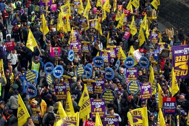 Empleados de edificios en NYC marchan por salario justo
